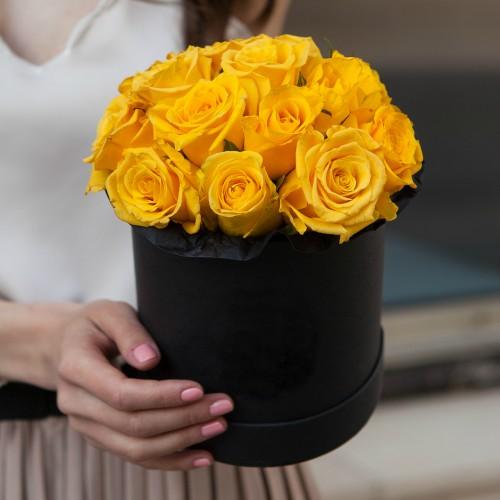 Коробка с желтыми розами SMALL