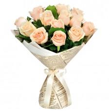 15 кремовых розы